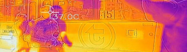 Gdy w tramwaju nie ma klimatyzacji.  Zdjęcia z kamery termowizyjnej
