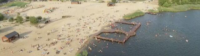 """Plaża pełna, choć nieczynna. """"Żal nie skorzystać"""""""