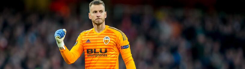 Barcelona wymieniła się bramkarzami z Valencią