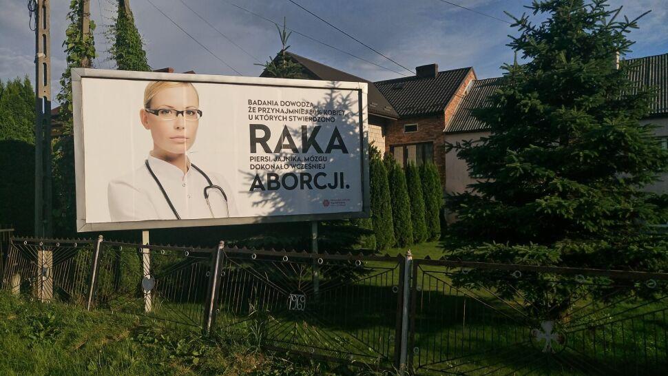 """""""Miałaś aborcję, zachorujesz na raka"""" - wynika z billboardu. """"To prywatne przemyślenia, nie wiedza"""""""