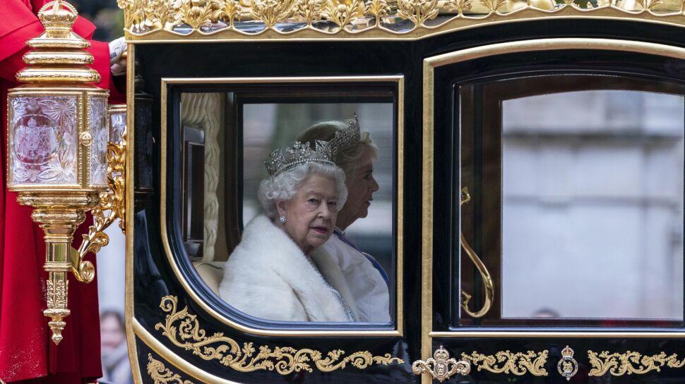 Królowa Elżbieta II w drodze na otwarcie parlamentu w Londynie