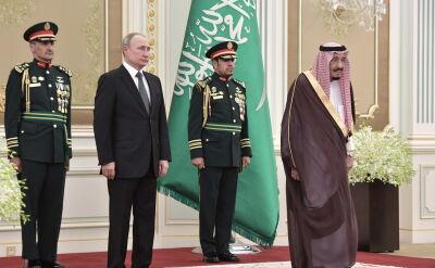 Władimir Putin wysłuchał hymnu z kamienną twarzą