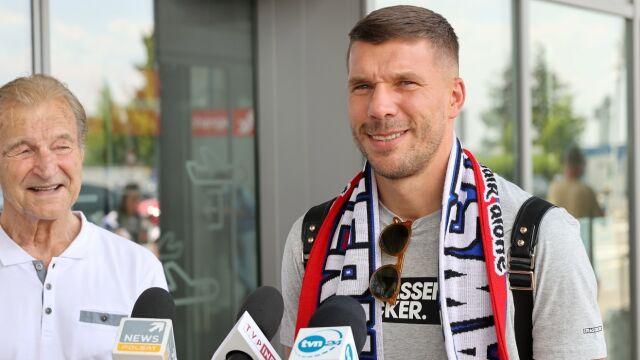 """Powitanie mistrza świata, Podolski już na Śląsku. """"Słowo to jest słowo"""""""