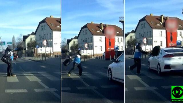 Samochód wymusza pierwszeństwo na pasach. Wściekły pieszy atakuje torbą