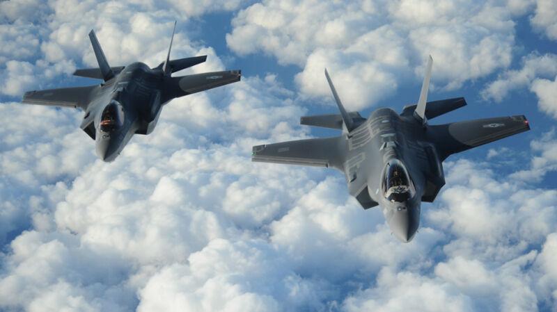 Amerykańskie samoloty wielozadaniowe F-35 podczas wizyty w bazie w Powidzu w Wielkopolsce