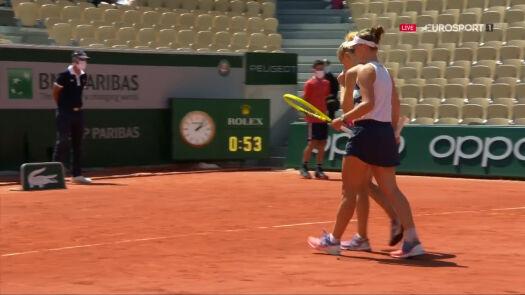 Krejcikova i Siniakova przełamały Linette i Perę w 4. gemie 2. seta półfinału French Open