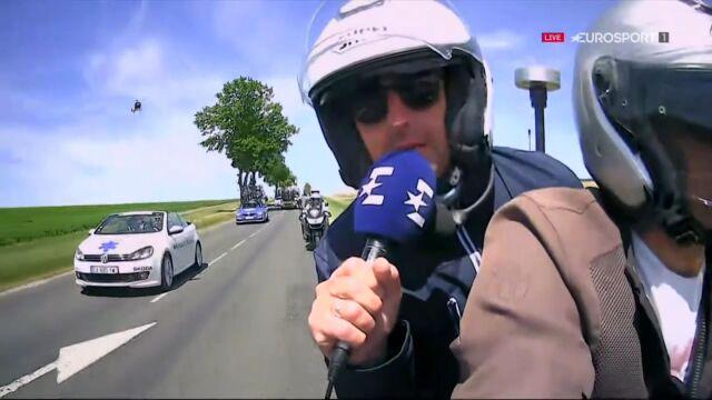 """""""Ryba"""" na motocyklu. Komentator Eurosportu skradł show na trasie Tour de France"""