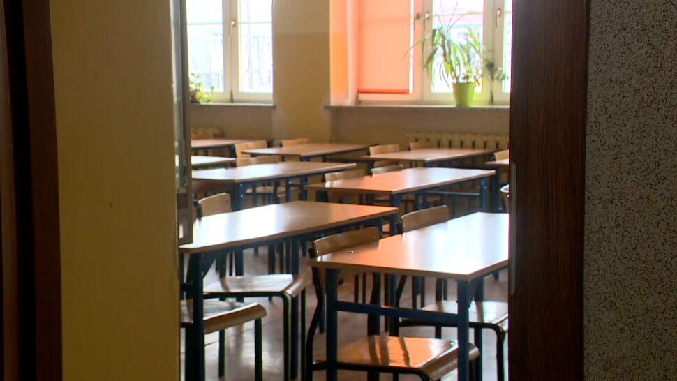 """Brakuje nauczycieli w szkołach, """"dramatyczna sytuacja"""" w przedszkolach"""