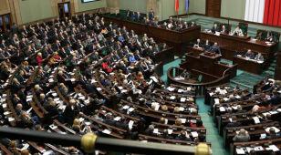 Premier prosi o poparcie, PSL i część PO głosują przeciw. Sejm odrzuca związki partnerskie