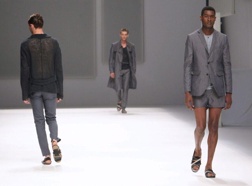 Faceci w szarości, czyli pokaz mody Josepa Abrila podczas Tygodnia Mody w Barcelonie