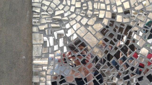 Lustrzaną mozaiką chcą ożywić niezwykłe miejsce