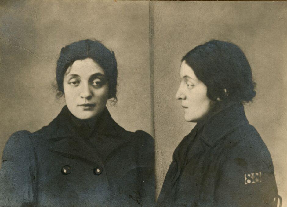 Aleksandra Szczerbińska, późniejsza druga żona Józefa Piłsudskiego, w młodości przemycała broń dla bojowników Polskiej Partii Socjalistycznej
