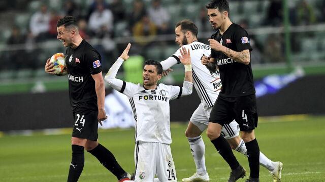 Dwie poprzeczki i gol z karnego. Legia wyszarpała zwycięstwo, ma fotel lidera