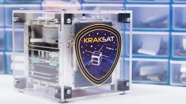 Pierwszy krakowski satelita ma kłopoty.  Wpadł w