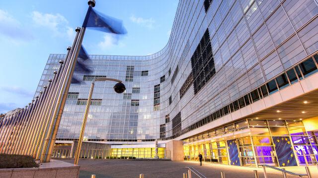 Komisja Europejska zapowiada analizę projektu PiS.