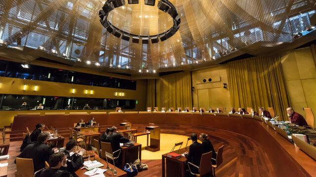 TSUE: przepisy dotyczące przechodzenia polskich sędziów w stan spoczynku niezgodne z prawem Unii