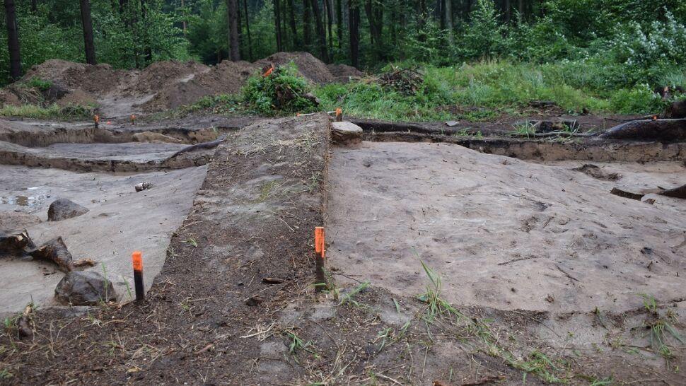 Archeologiczna sensacja. Średniowieczne kurhany obok pradziejowego grobowca
