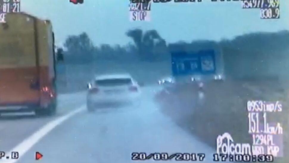 """""""Rajdowiec promujący bezpieczną jazdę"""" gnał 216 km/h i wyprzedzał pasem awaryjnym"""
