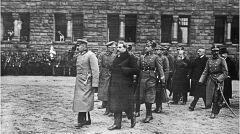 Magazyn przybylski | Marszałek Piłsudski podczas wizyty w Poznaniu na dziedzińcu honorowym Zamku