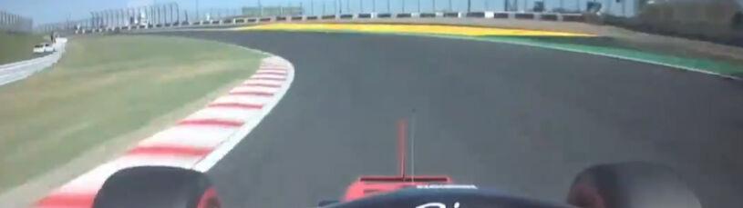 Leclerc i jego walka z odpadającym lusterkiem. Wszystko w zakręcie przy piekielnej prędkości