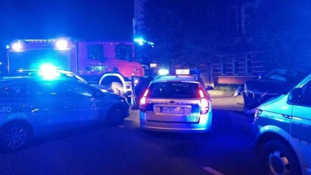 Uciekał przed policją, uszkodził dwa radiowozy. Zatrzymał się na latarni