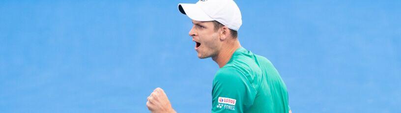 Nowi zakażeni tenisiści w Melbourne, ale Polacy w końcu wyszli na kort