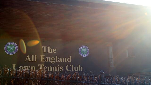 Organizatorzy Wimbledonu wsparli walkę z pandemią. Pomogą też tenisistom