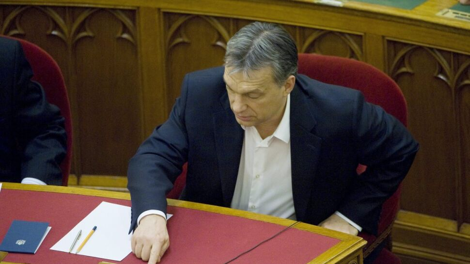 Partia Orbana zmieniła konstytucję.  Opozycja bojkotuje, Bruksela zaniepokojona