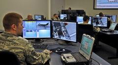 Technicy uczą się obsługi F-35 na wirtualnych symulatorach, które mają być pierwszymi tego rodzaju w wojsku USA. Ich nieodłącznym narzędziem jest wzmocniony laptop, który jest niezbędny do serwisowania samolotu