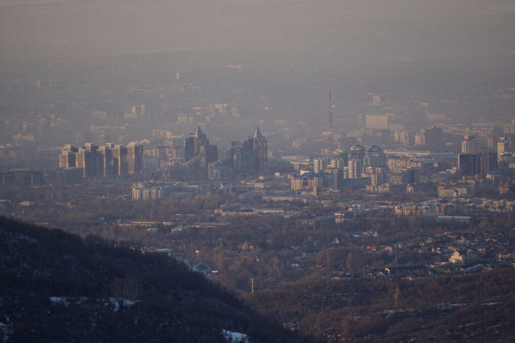 W Ałamacie znajduje się wszystko, co sprzyja powstawaniu smogu: usytuowanie geograficzne, uprzemysłowiony teren i gęsto zamieszkane miasto.