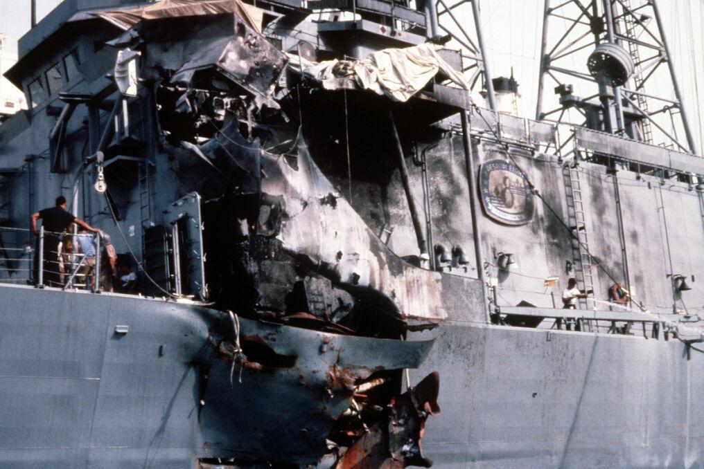 Uszkodzenia USS Stark z bliska. Po naprawach okręt wrócił do służby i został z niej wycofany dopiero pod koniec lat 90.