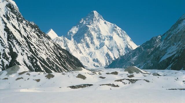 Trwa atak szczytowy na K2. Historia dzieje się na naszych oczach