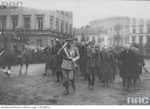 Przybycie Marszałka Józefa Piłsudskiego na Obchody Święta Niepodległości na placu Saskim w Warszawie, 1926-11-11.