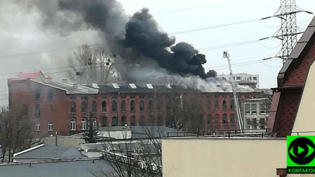 """Centrum Łodzi spowite dymem. """"Runął dach, 40 osób ewakuowanych"""""""