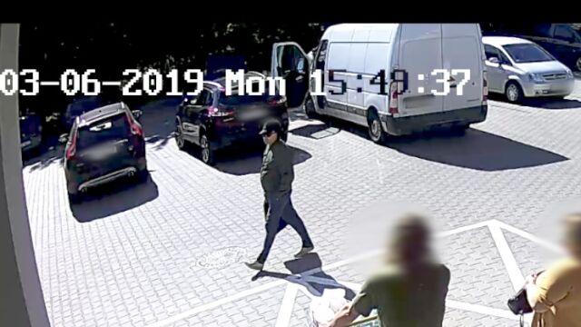 Kilka sekund i odjechał skradzionym autem, nikt nic nie zauważył