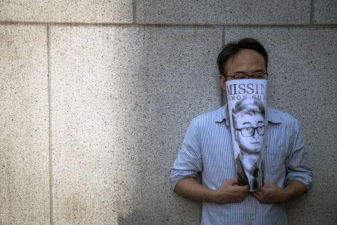 """""""Znów może być ze swoją rodziną"""". Pracownik brytyjskiego konsulatu uwolniony"""