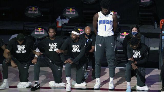 """Koszykarz NBA nie ukląkł do hymnu. """"Nikt nie ma z tym problemu"""""""