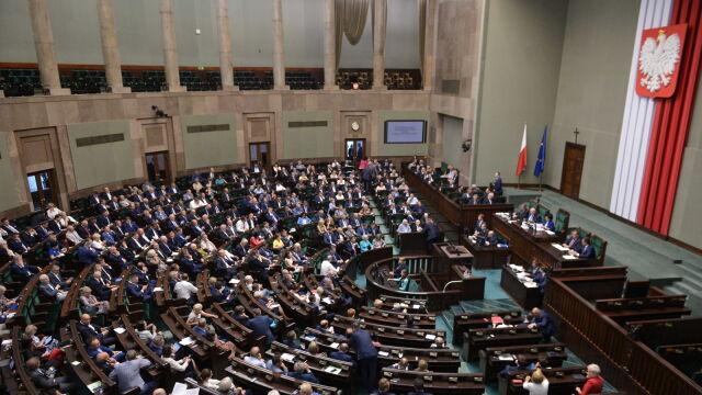 """Sejm uchwalił ustawę o komisji do spraw pedofilii. """"Projekt napisany na kolanie"""""""