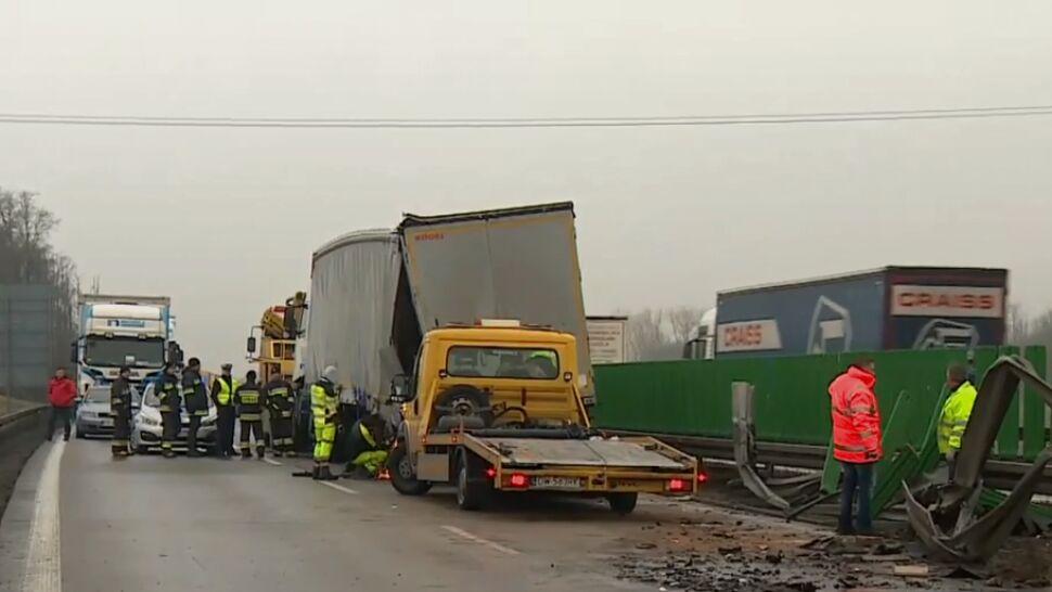 Dwie ciężarówki i dwa auta osobowe - po wypadku A4 zablokowana przez 10 godzin