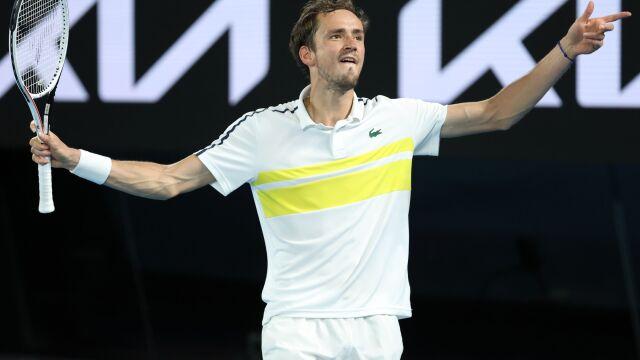 Popis i dominacja. Miedwiediew drugim finalistą Australian Open