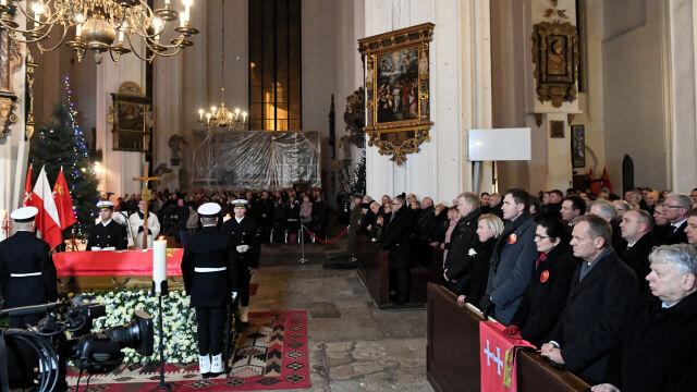 Urna z prochami prezydenta Gdańska złożona w niszy kaplicy świętego Marcina