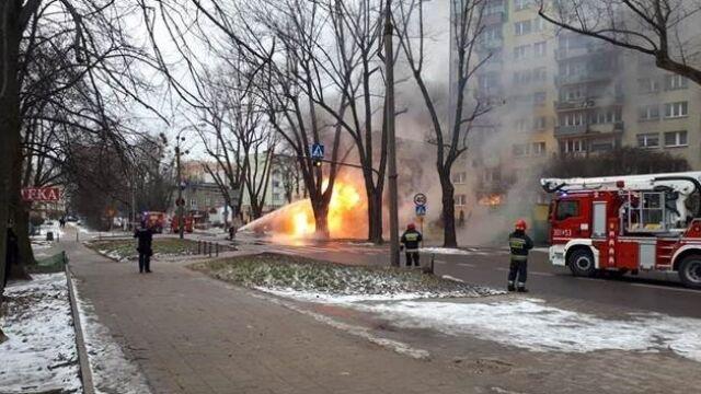 Pożar rury z gazem. Jeden ranny, kilkadziesiąt osób ewakuowanych