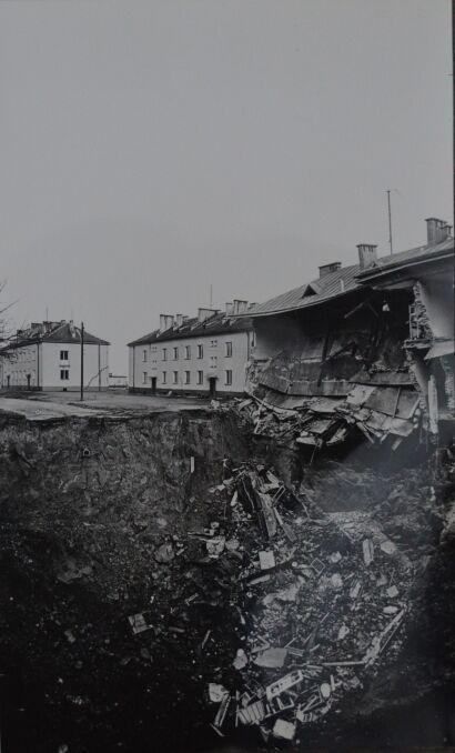 Osunięta ściana budynku przy ul. Obrońców Stalingradu 9