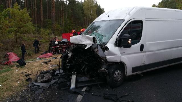 Zderzenie busa i samochodu osobowego. Cztery osoby nie żyją