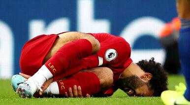 Liverpool bliżej rekordu wszech czasów. Brutalny atak na nogi Salaha