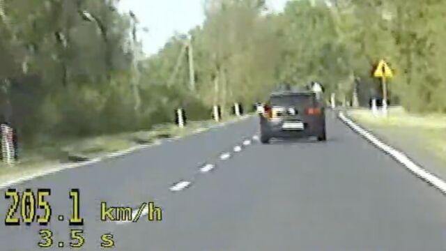 Nie chciał dać się wyprzedzić, jechał 205 kilometrów na godzinę