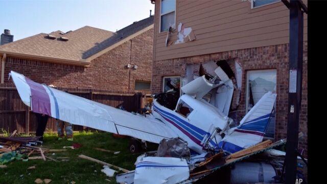 Samolot uderzył w dom w pobliżu lotniska