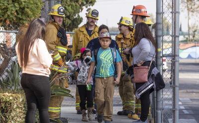 Samolot lecący z Los Angeles do Szanghaju zrzucił paliwo na tereny szkół