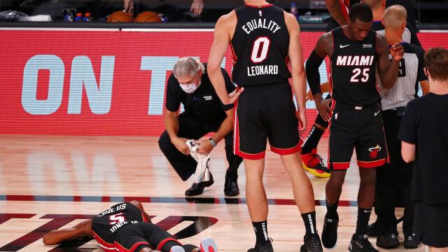 Porażka i uraz koszykarza. Z parkietu został zniesiony na noszach