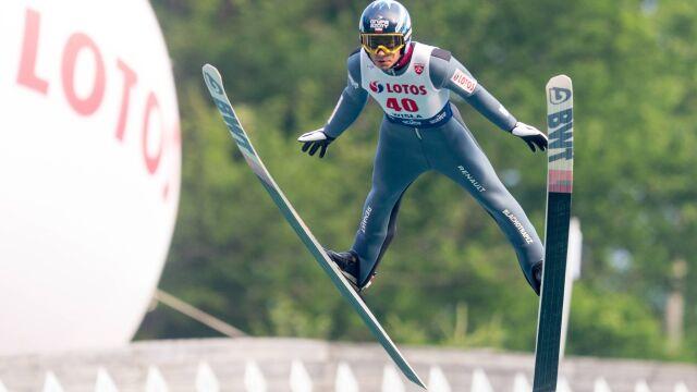 Polska miniseria na skoczni narciarskiej przerwana. Wolny piąty w Courchevel